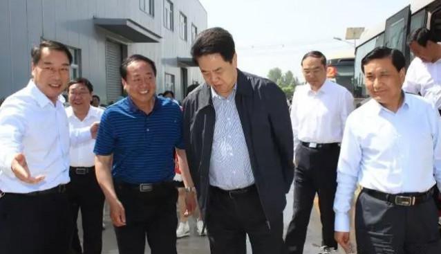 河南省人大副主任、党组书记刘春良带领驻豫全国人大代表到许昌世纪香公司调研