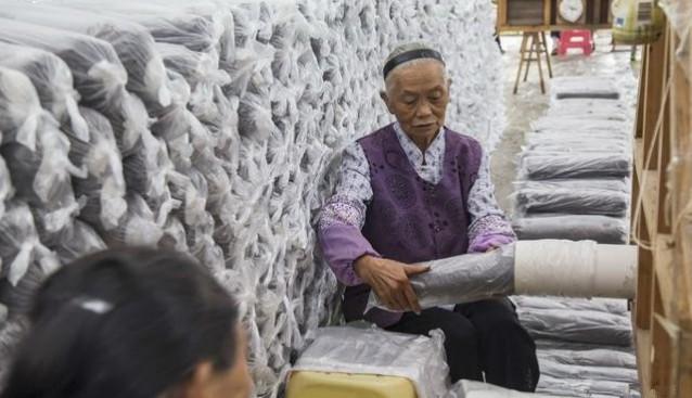 贵州:德江县新场食用菌合作社接种忙