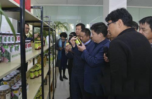 河南:工业绿色化发展宣贯活动(南阳站) 走进香菇酱生产基地——仲景大厨房