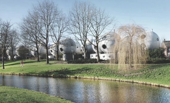 荷兰奇怪蘑菇样的圆球建筑群
