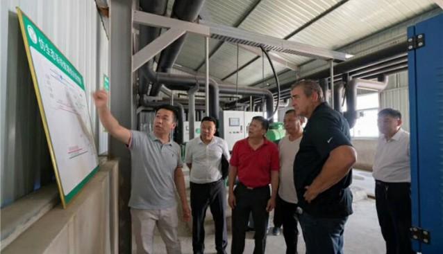 河南:叶县县委书记携同美国Amycell菌业考察人员莅临食用菌基地参观考察