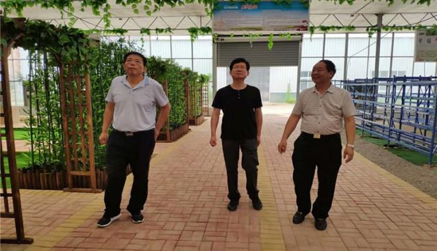 河南:许昌市旅游局局长陈志远一行深入世纪香生态园调研