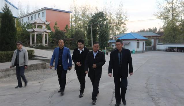 河南:水源地农业科技有限公司与裕国菇业展开食用菌产业合作洽谈