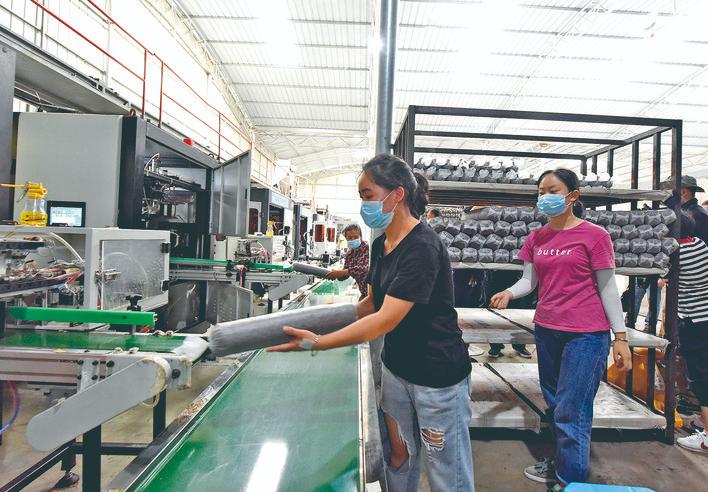 贵州雷山县杨柳食用菌产业园带动三千余人增收