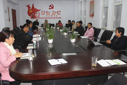 河北:平泉市食用菌产业发展中心党支部组织副科级以上领导进行
