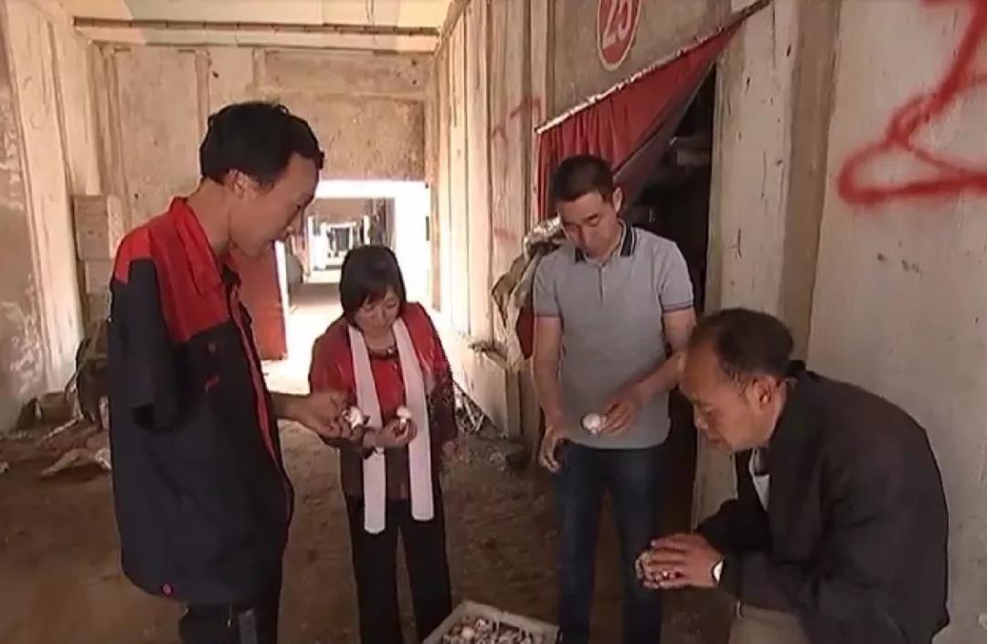 邓伟:艰苦创业 带领残疾人共同致富