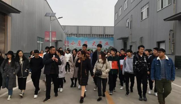 许昌学院近500名大学生到世纪香食用菌产业园参观学习
