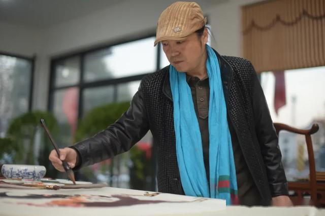 中国工艺美术大师王一君代表:加快不卡的高清的无码av免费产业发展,助力更多群众脱贫致富!