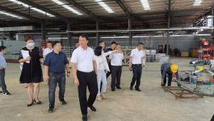 广东省韶关市曲江区领导视察食用菌产业园沐和生态菌棒生产中心