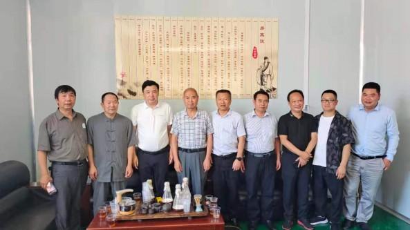 華中農業大學真菌研究所邊銀丙教授調研天禾菌業公司食用菌基地